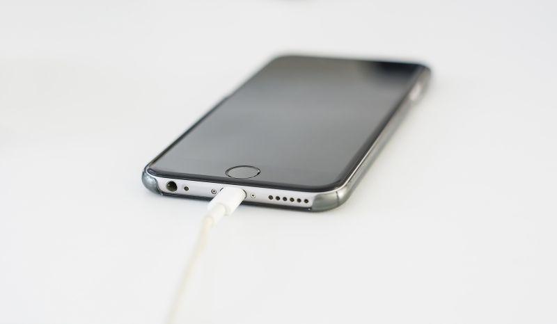 podłączony smartfon