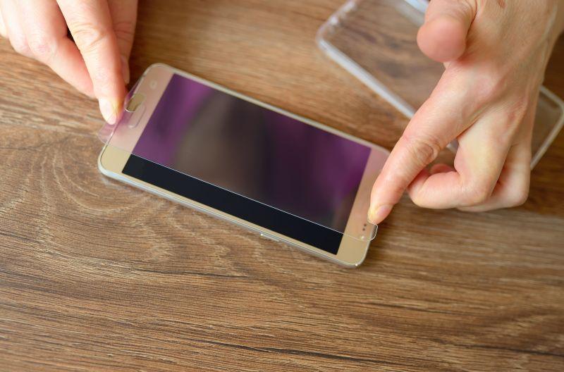 instalacja szkła hartowanego